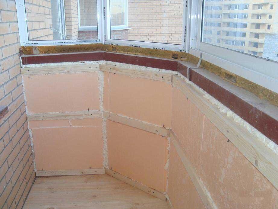 Какие материалы используют в отделке балкона.