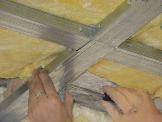 Как стелить потолок своими руками 9
