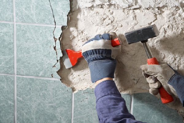 Как демонтировать плитку в ванной своими руками