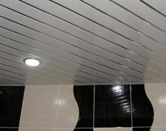 Потолок в ванной комнате: реечные потолки, натяжной