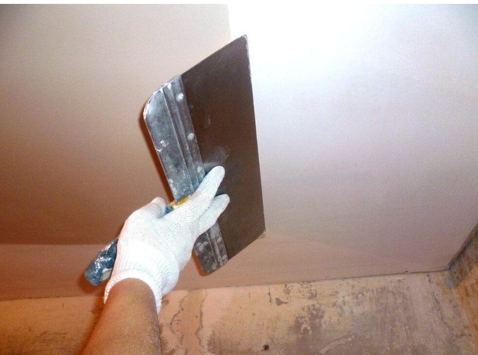 Выравниваем потолок шпаклевкой видео