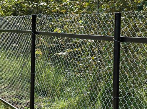 Как своими руками сделать забор из сетки рабицы видео 55