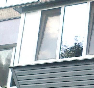 Остекление балкона с выносом: преимущества технологии.