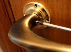Как отремонтировать дверную ручку входной двери